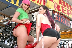 big wet butts Caroline Pierce and Brianna Love img